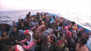 Italiaanse marine vindt 18 dode migranten