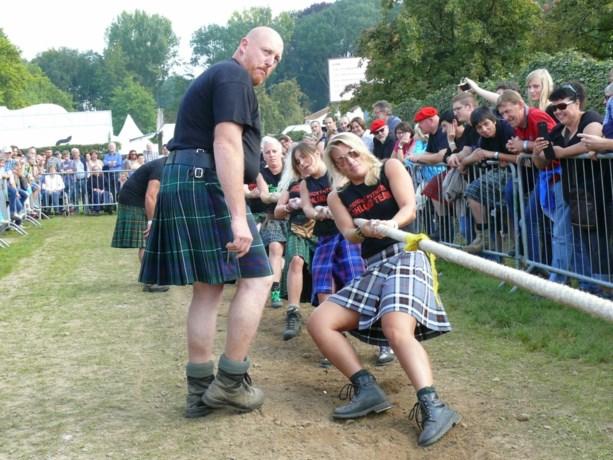 Uitbundig feest in geruite plooirokjes op Schots Weekend (video)