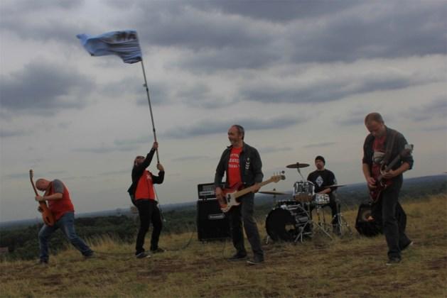 Limburgse band beklimt Heusdense mijnterril voor opname van nieuwe clip (video)