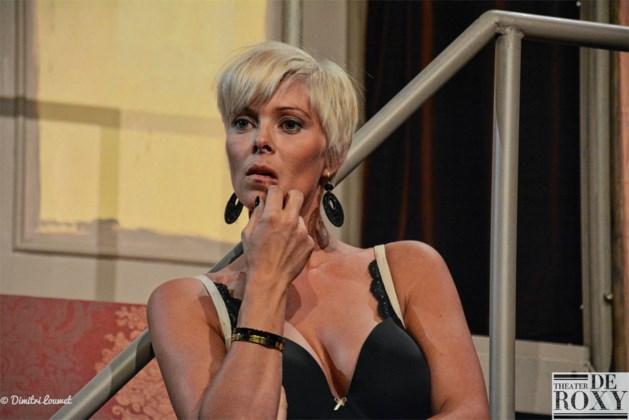 Hanne Troonbeeckx opnieuw in lingerie op de bühne