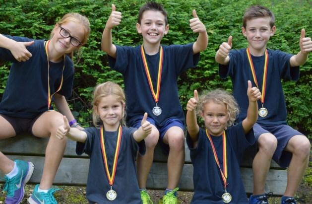 Basisschool Picpussen haalt 5 medailles op scholenveldloop