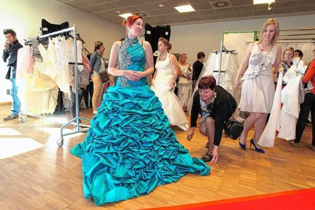 Stormloop op spotgoedkope trouwjurken van Kringwinkel
