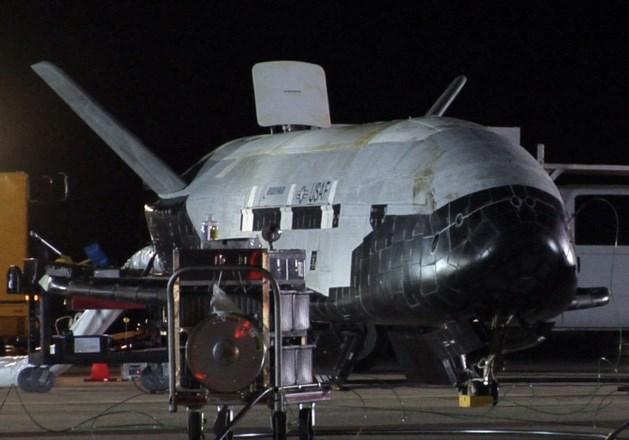 Mysterieuze militaire spaceshuttle maakt zich op om te landen
