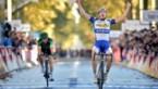 Jelle Wallays geeft Voeckler het nakijken en sprint naar zege in Parijs-Tours