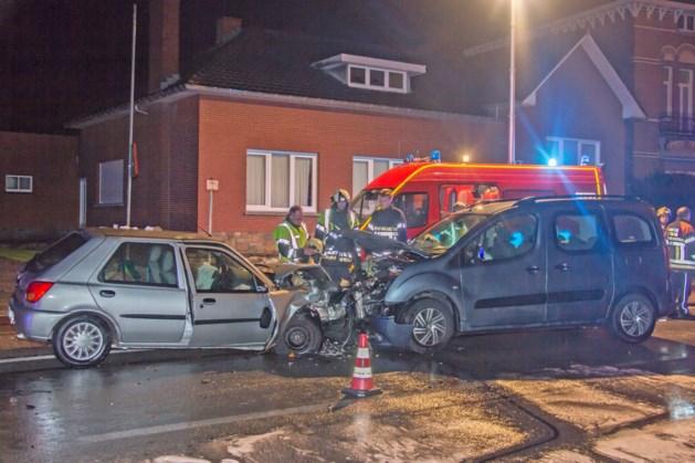 Twee gewonden bij frontale botsing in Zepperen