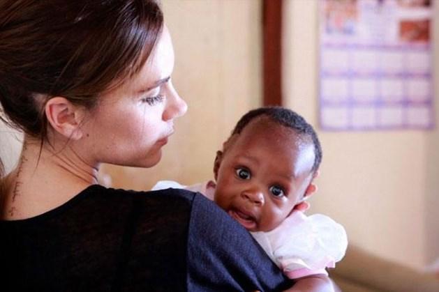 Victoria Beckham helpt kindjes met HIV