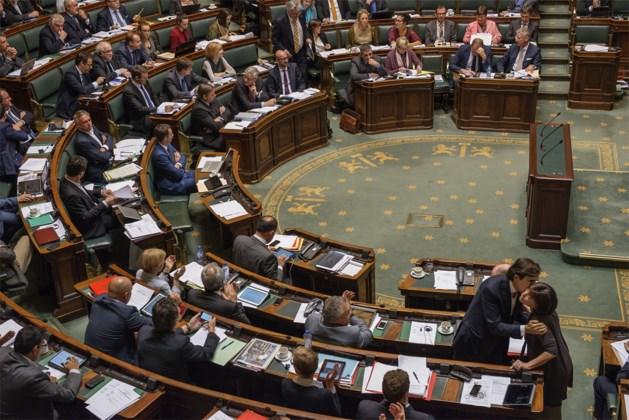Kamerleden onderbreken discussie na 21 uur vergaderen