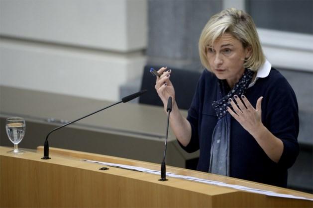 """Crevits: """"Inschrijvingsgeld blijft hele legislatuur op 890 euro"""""""
