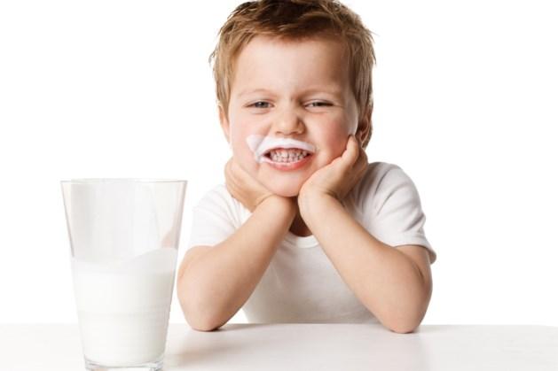 'Veel glazen melk drinken verhoogt kans op heupbreuken'