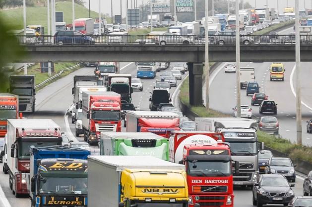 Ongevallen met vrachtwagens op Ring en in Beverentunnel