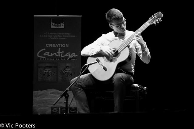 Cedric Honings wint eerste prijs op het Antwerpen Gitaar Festival