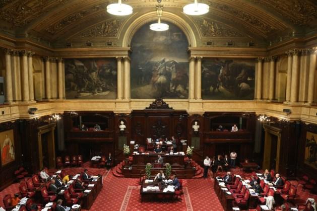 Senaat heeft 273 vaste medewerkers voor amper 8 vergaderingen