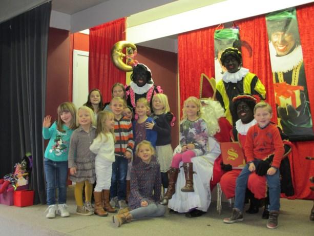 Dorpsraad Klein-Gelmen ontvangt Sinterklaas.