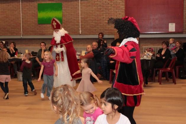 Dansende Sint en Piet bij dansclub CLAP