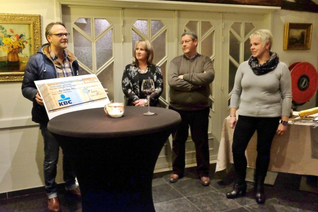 Back to the Criba schenkt 3.500 euro aan vzw De Kleine Prins Kinderkankerfonds