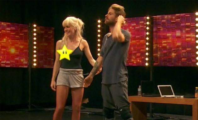 Oeps: nippleslip van Josje in 'Dansdate'