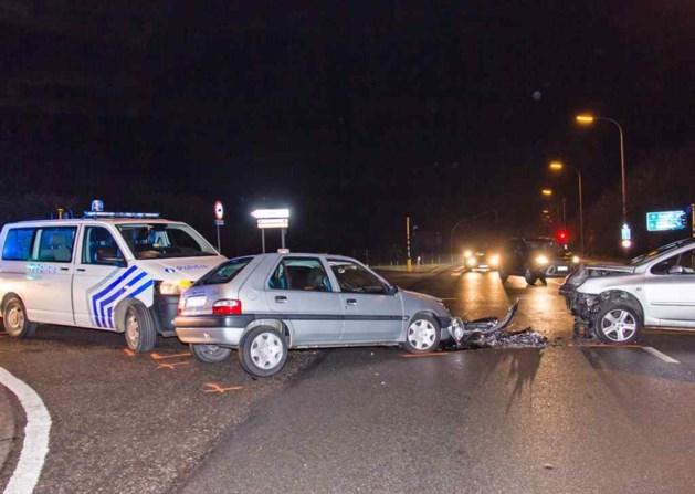 Politiecombi botst op weg naar ongeval