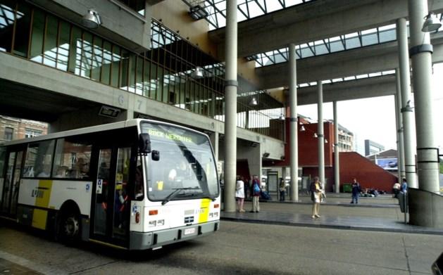 Banden van 15-tal bussen in Leuven platgezet