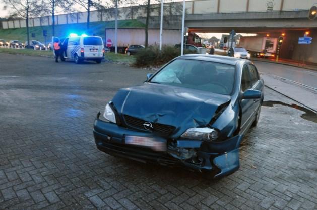 Wagen botst met vrachtwagen in Hechtel-Eksel