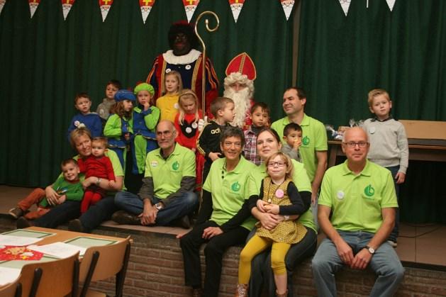 Sinterklaas feliciteert jarige Gezinsbond
