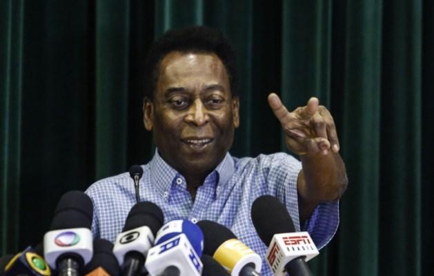 Pelé verlaat grappend het ziekenhuis: 'Ik voetbal weer op de Spelen in Rio'