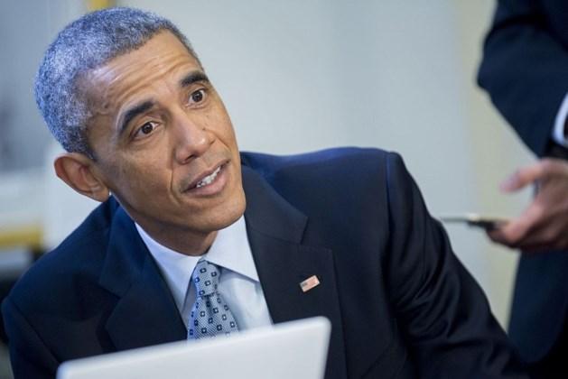 Obama grapt over kritiek op gezondheidshervorming en zijn oren
