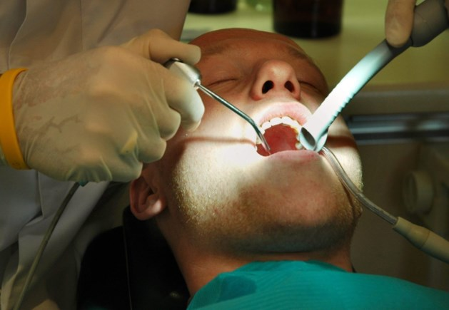 'Tandartsbezoek dreigt in 2015 opnieuw duurder te worden'