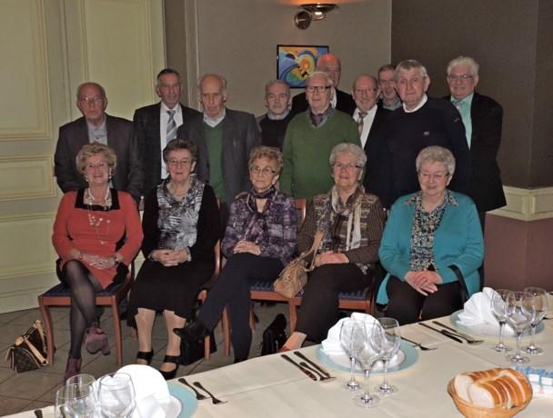 75-jarigen Rekem komen samen