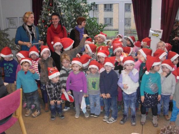 Kleuters Steenoven naar kerstmarkt in Corsala
