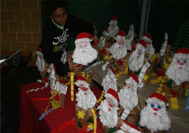 Rapporten afhalen op de kerstmarkt