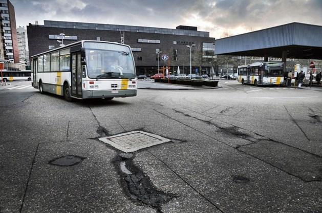Om het half uur bus van Hasselt naar campus verpleegkunde Genk