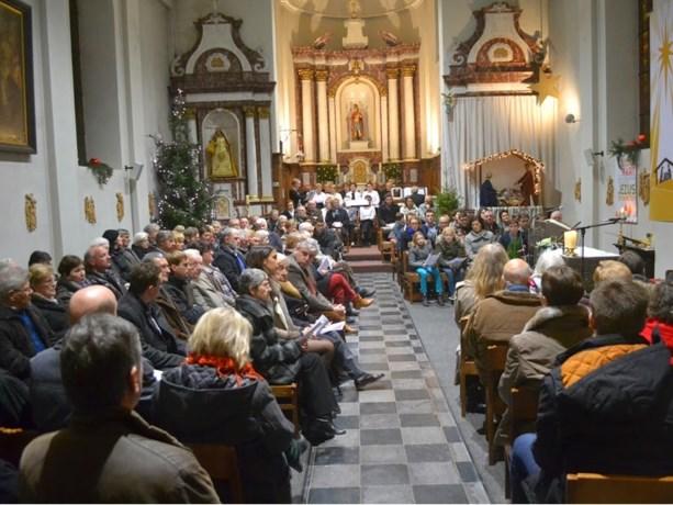Viversel viert Kerstmis in volle kerk