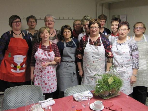 KWB Kookdames serveren kerstmenu voor gasten