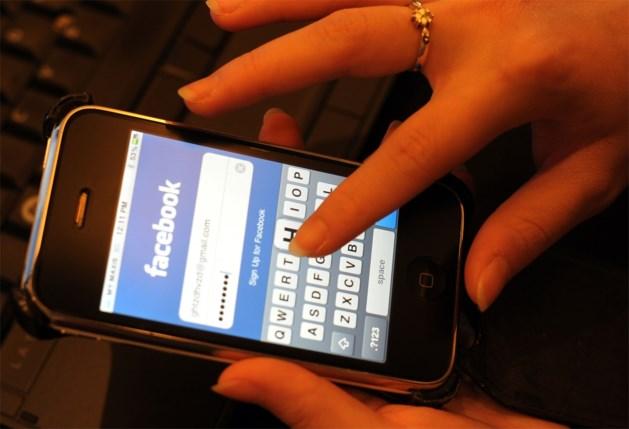 Gewelddadig? 'Niet van plan foto's van overleden moeder van mijn Facebook te halen'