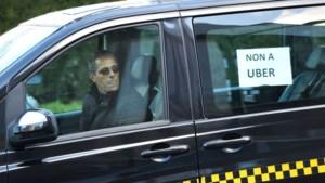 Taxiverenigingen dienen een klacht in tegen Pascal Smet