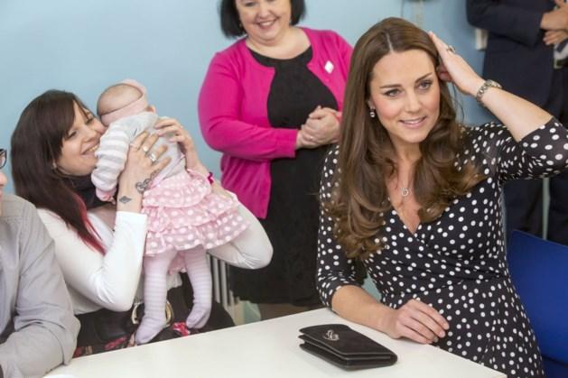 Hoogzwangere Kate kiest voor goedkope jurk