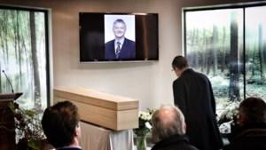 Publiek neemt afscheid van Steve Stevaert