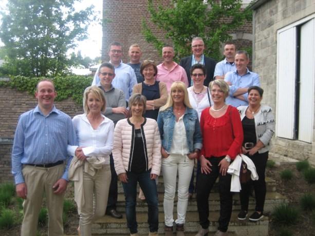 Schooljaar 1976-1977 komt samen in parochiezaal 's Gravenvoeren