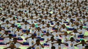 Wereldwijd doen tienduizenden mensen aan yoga op Wereld Yoga Dag