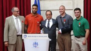 President Hollande eert 'helden' Thalys-aanslag