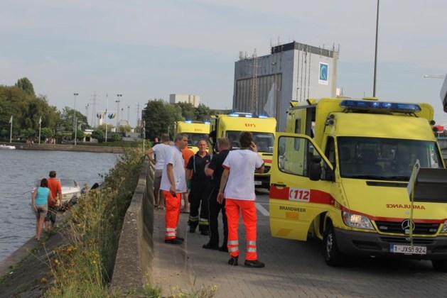 Motorboot knalt tegen oever Albertkanaal: 3 zwaargewonden