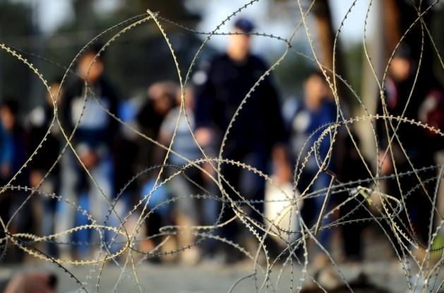 Politicus opgepakt na doorknippen van omheining aan grens