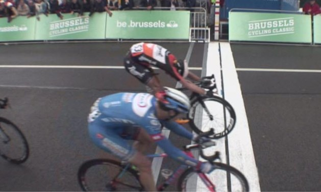 Nederlander wint verwarrende Brussels Cycling Classic, Boonen eindigt derde