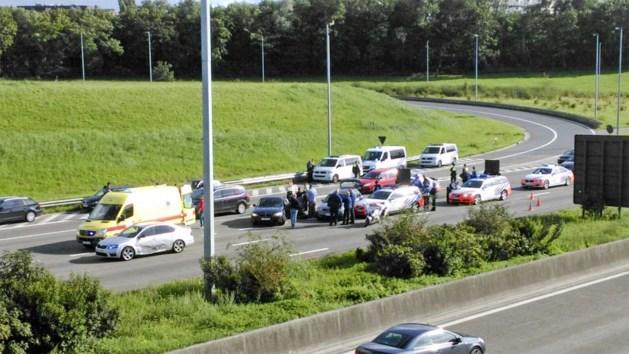 Politie vat autobestuurder na spectaculaire achtervolging