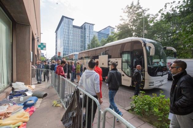 Eerste bus vluchtelingen uit Duitsland op weg naar Brussel