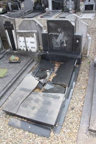 Vandalen vernielen tientallen graven