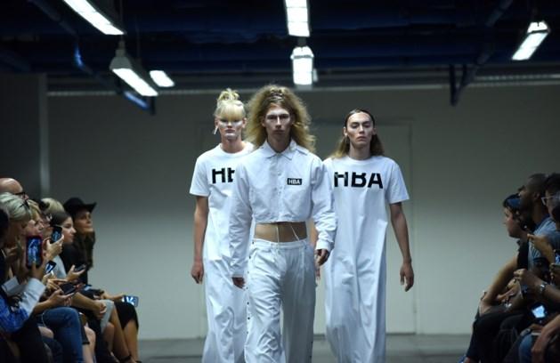 Show op modeweek stelt make-uphype 'contouring' in vraag
