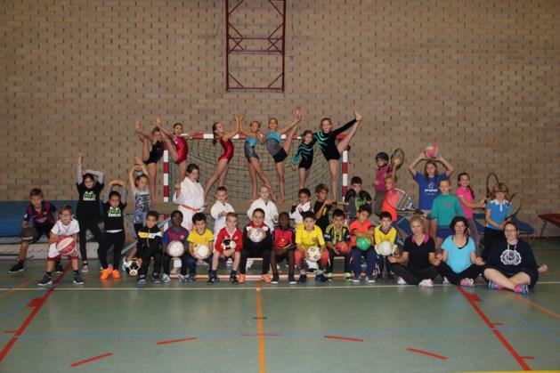 Leerlingen Lyceum in sportoutfit naar school