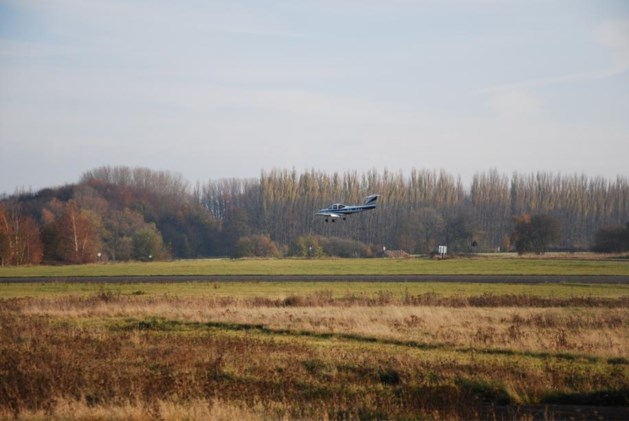 Ook vliegveld Brustem in beeld voor tentenkamp