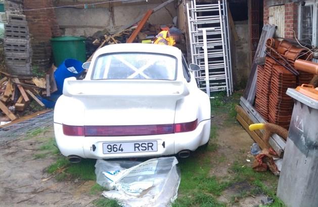 Politie ontdekt cannabisplantage én gestolen Porsche bij huiszoeking